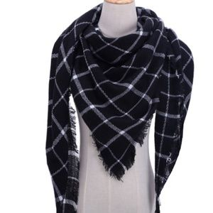 🆕️🌹 Black & White Plaid Scarf